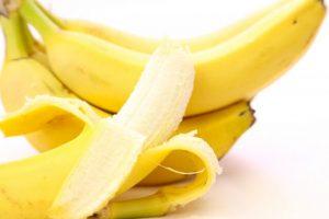 剥いたバナナ